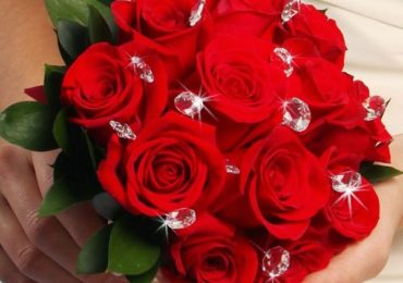 Nằm mơ thấy hoa hồng, hoa sen là điềm gì, đánh đề con gì?